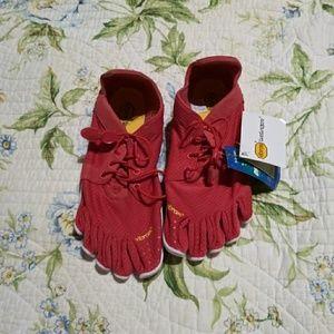 NWT vibram coral women's shoes